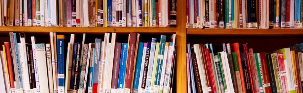 Kirjaston kirjoja