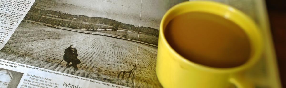 Kahvia ja sanomalehti