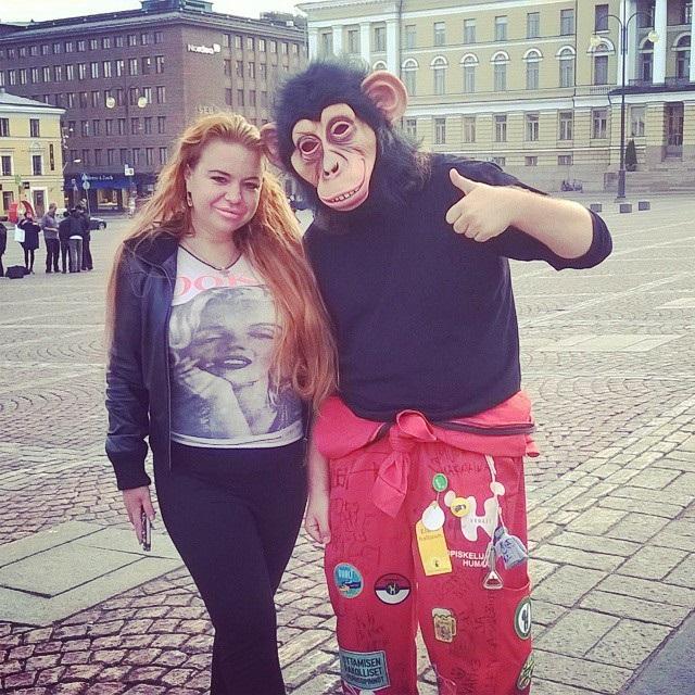 Johanna Tukiainen ja gorilla