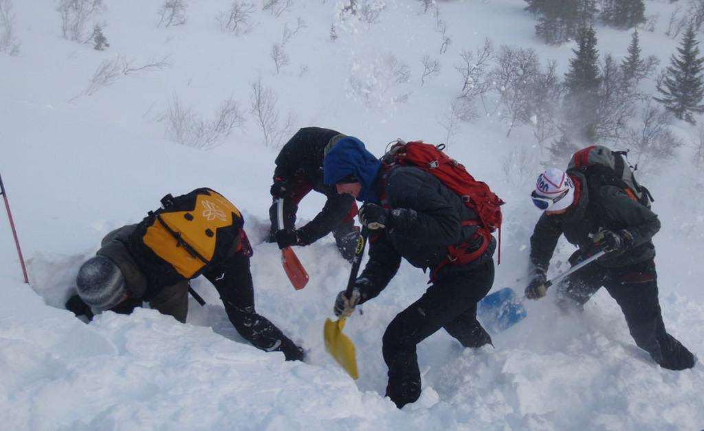 Lumiturvallisuus on tärkeätä osa lumessa liikkuvan taitoja