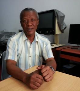 Dar es Salaamin yliopistosta on valmistunut kuusi opiskelijaa, joista osa on seurannut opetusta huulilta lukemalla. Tansaniassa on vielä paikoin vahva oralistinen vaikutus kuurojen opetuksessa ja opiskelijoilla on vahva swahilin ja englannin kielen taito. Viittomakielisiä opiskelijoita varten yliopisto on palkannut tulkin Thomas E Shayon