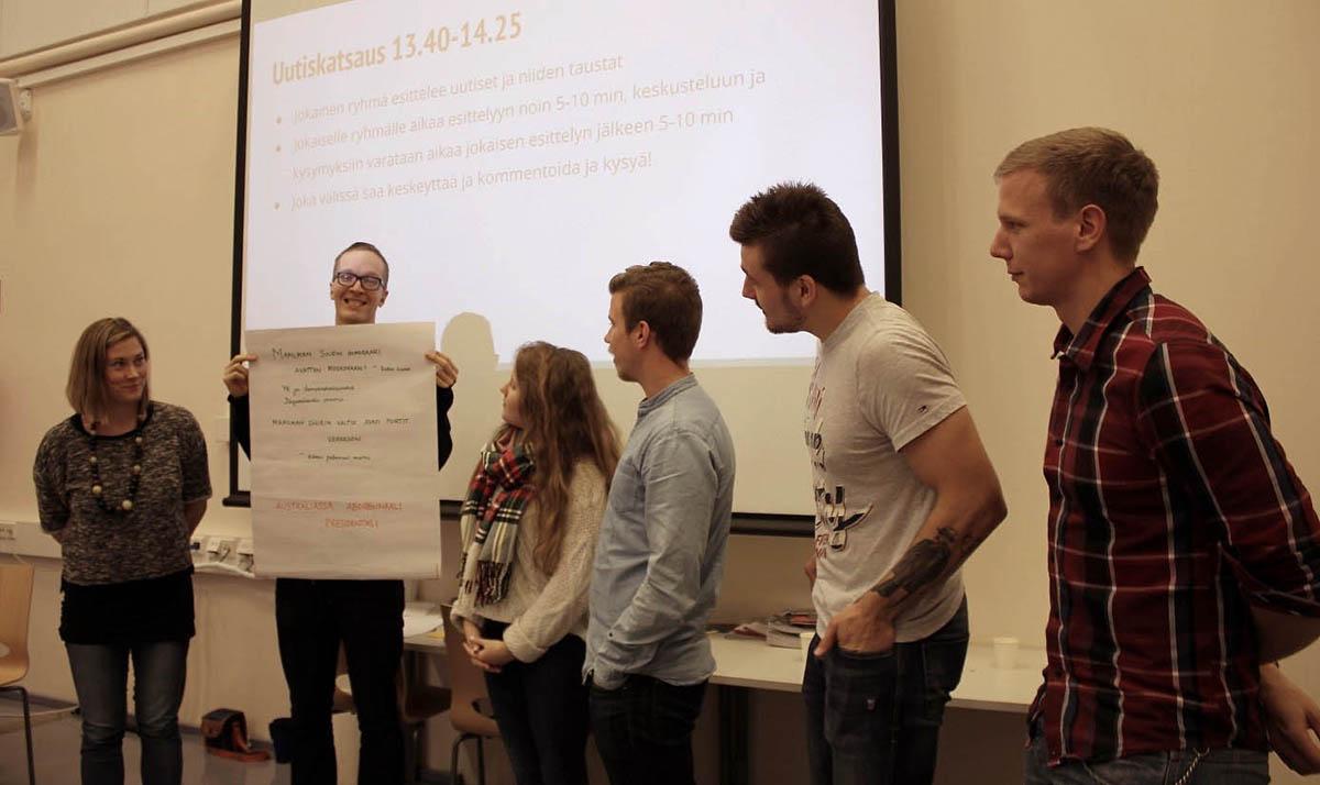 Pienryhmissä ideoituja uutisia jaettiin teemanpäivän osanottajille