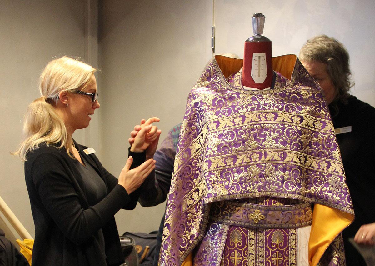 Ortodoksisen museon esineiden muotoa tulkataan