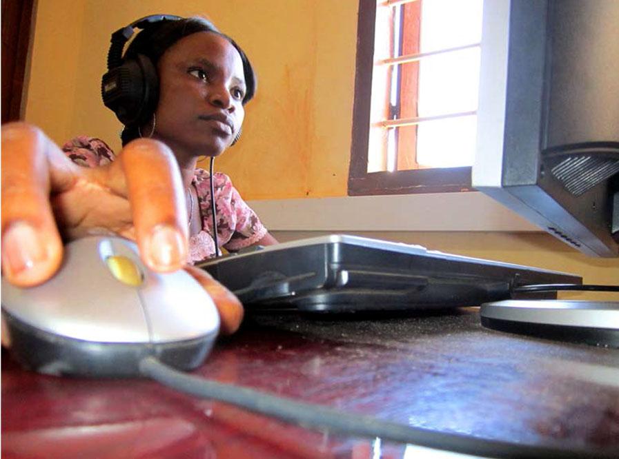 Opiskelijat olivat mukana yhteisöradioprojektia Tansaniassa