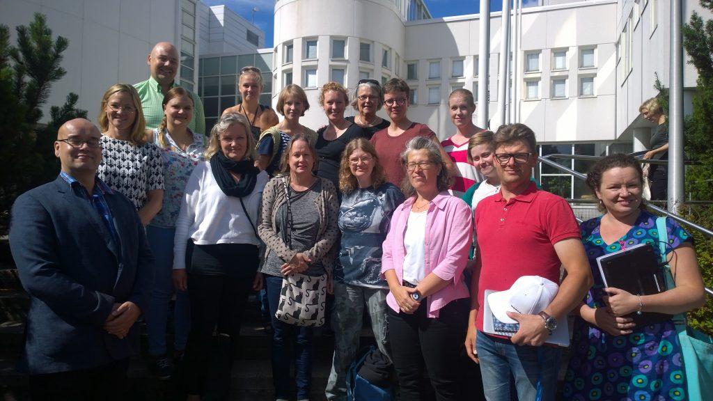 Ryhmäkuva Livs-hankkeen opiskelijoista.