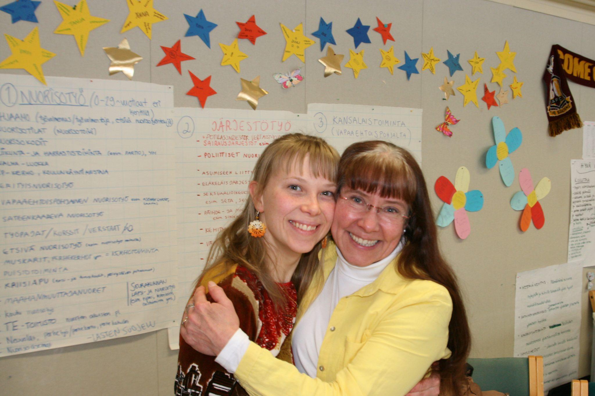 Vaalipaneelin juontajat Emma ja Merja