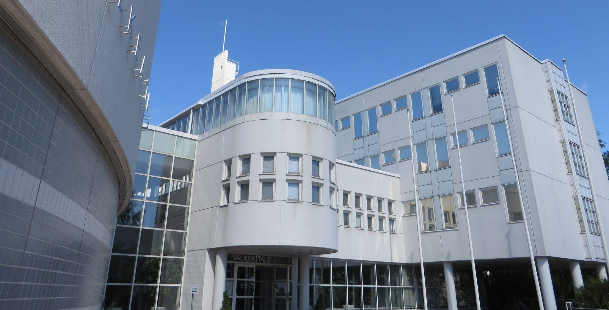 1980-luvun toimistorakennus.