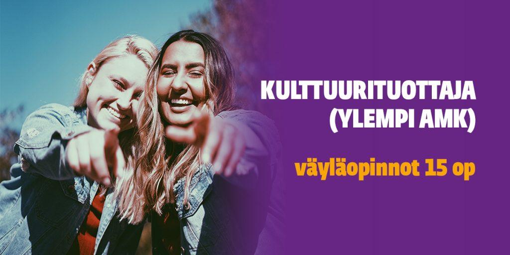 Kaksi naista nauraa ja osoittaa kameraan. Oikealla liila tausta, jonka päällä teksti