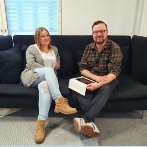 Humak-AMK-yhteisöpedagogit-Helena-ja-Jussi-nosto