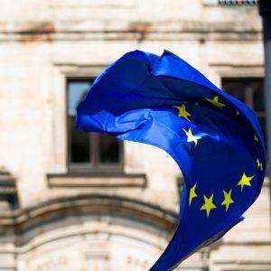 EU:n lippu liehuu.