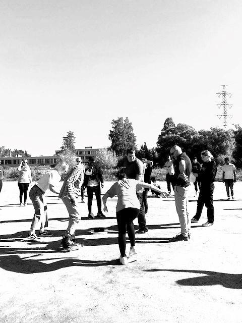 Nuoret osallistumassa toimintapäivän harjoitukseen.