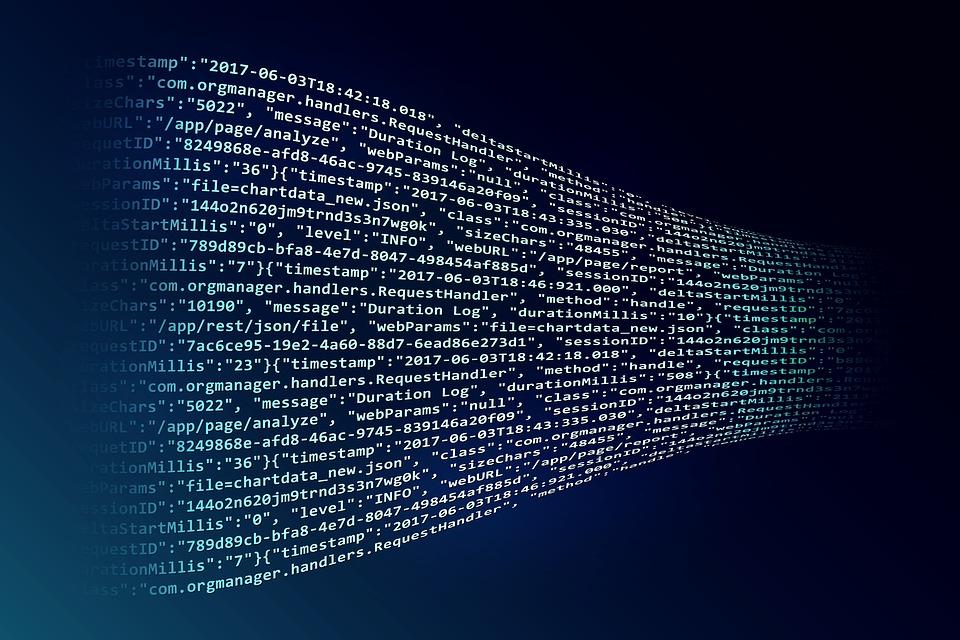Mustalla pohjalla näkyy nauhamaisena vuona digitaalista dataa koodimuodossa, eli numeroita ja lyhyitä tekstinpätkiä.