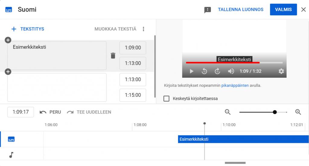 Kuvassa YouTube Studio -tekstitystyökalu. Vasemmalla puolella ruutua on lokerot joihin tekstit saa ajastettua ja kirjoitettua. Ensimmäisessä lokerossa on teksti: Esimerkkiteksti. Oikealla puolella näkyy YouTubeen ladattu video, jota ollaan tekstittämässä. Kuvan alareunassa näkyvät ääniraita ja tekstiraita.